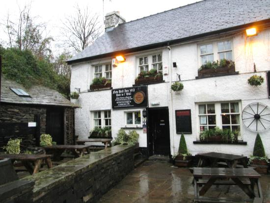 Bowness-on-Windermere, UK: Front of Pub