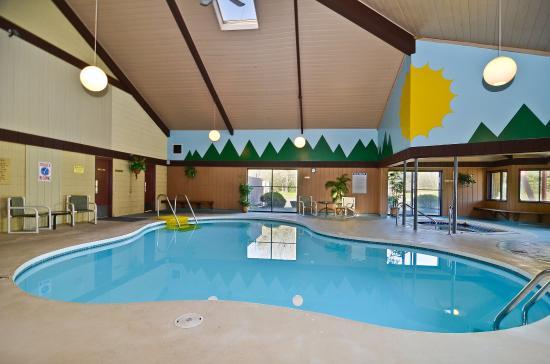 Best Western Arrowhead Lodge & Suites: Pool