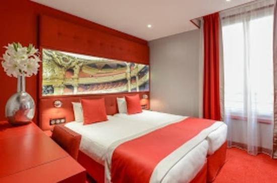 Hotel regina opera 98 1 1 4 updated 2018 prices for Hotel regina opera paris