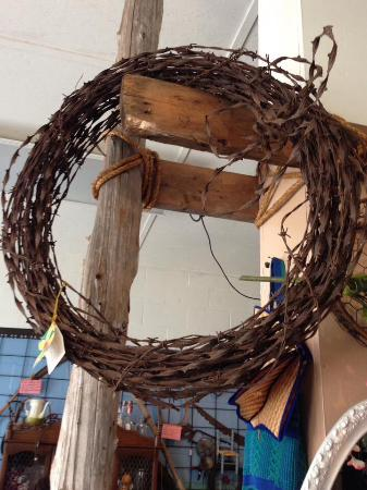Lebanon, KY : I got this awesome antique barbed wire wreath!