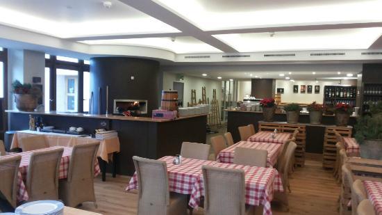 Restaurant Pizzeria La Grange Da Antonio : Le restaurant côté salle et son nouveau four à pizza
