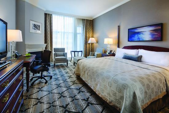 Magnolia Hotel And Spa: Diamond Room, gas fireplace