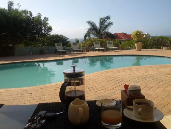Sunbirds B & B: Ontbijt bij het zwembad