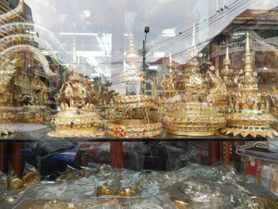 Traditional Thai hats - Picture of Phahurat Market (Little India), Bangkok - ...