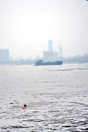 Wuhan the Second Yangtze River Bridge: People swimming in the river