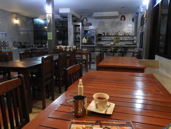 Khaolak Yama Resort: Restaurant were also breakfast is served