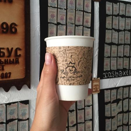 Отличный кофе и целая стена счастливых билетиков