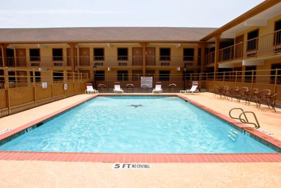 Manor Inn College Station: Pool