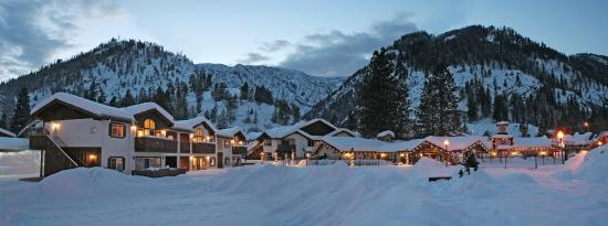 Aspen Suites at The Icicle Village Resort: Aspen Suites Exterior - Winter