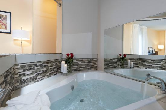 Fairfield Inn & Suites Columbus East: Whirlpool Suite