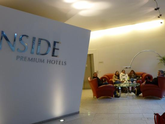 Innside Premium Hotels Berlin: Hall, esperando