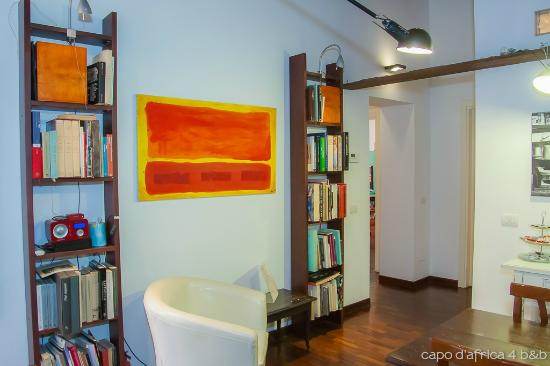 Capo d'Africa 4 Bed & Breakfast : library & relax corner