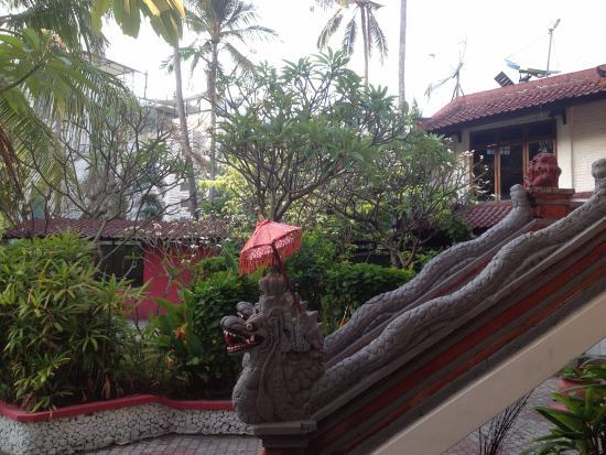 Puri Naga Seaside Cottages: территория отеля3
