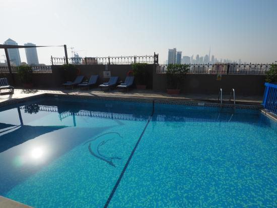 Savoy Central Hotel Apartments: Piscina 2