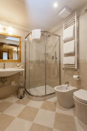 Hotel Al Ponte Mocenigo: bagno doppia superior