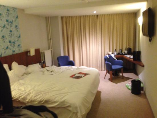NH Veluwe Sparrenhorst: zeer ruime kamer