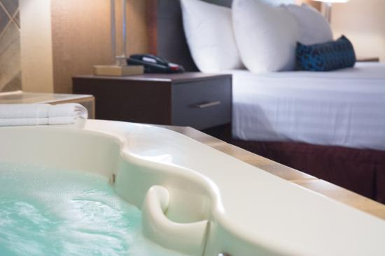 Presidential Suite King Bed With Bedroom Whirlpool Tub By Jacuzzi