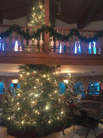 Christmas Tree in the Lobby of the Enzian Inn - Picture of Enzian ...