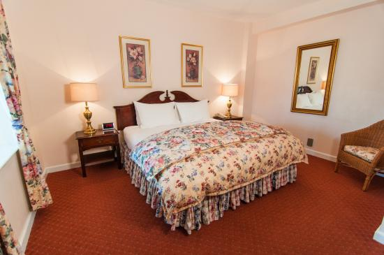 Hotel Northampton: King Guest Room