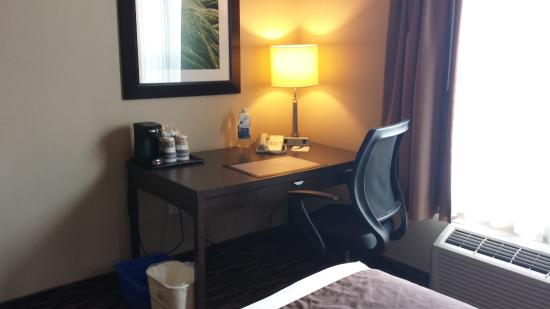 BEST WESTERN PLUS Bridgewater Hotel & Convention Centre: great wifi and workspace