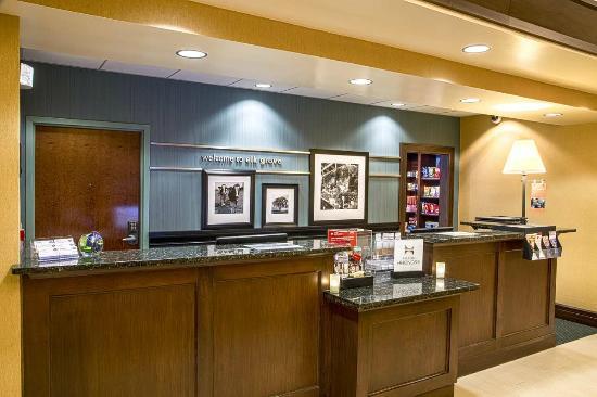Hampton Inn & Suites Sacramento-Elk Grove Laguna I-5: Large Front Desk, Friendly Staff