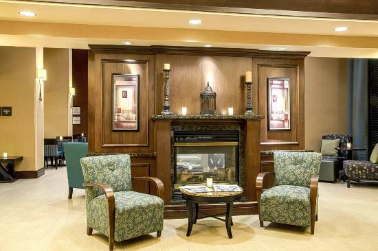 Hampton Inn & Suites Sacramento-Elk Grove Laguna I-5: Stay Warm by the Lobby Fireplace