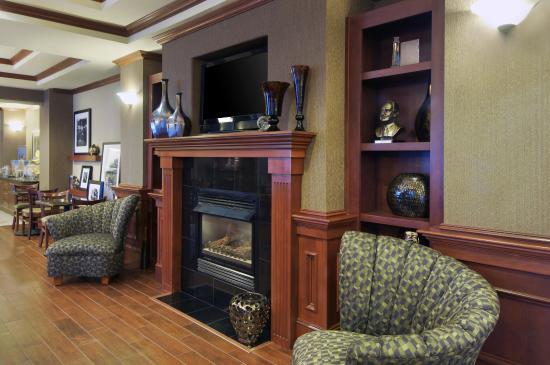 Siloam Springs, AR: Fireplace