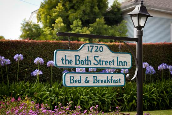 Bath Street Inn: At the sidewalk