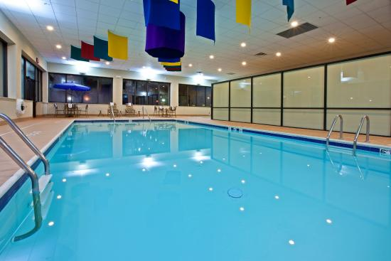 Holiday Inn Express Northwest-Park 100: Relax by the pool as you enjoy your visit to Indianapolis