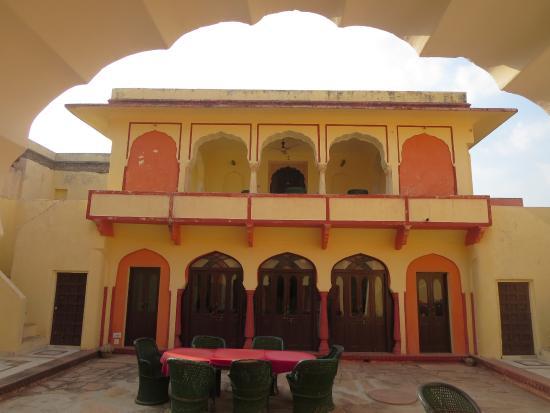 Bassi, India: cour-restaurant