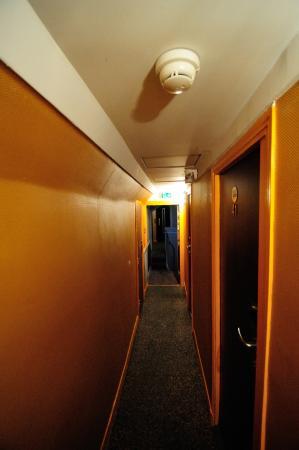 Montpensier: Hallway to room 041