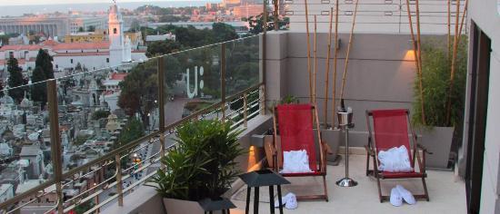Urban Suites Recoleta Boutique Hotel: Vista al Río de la plata y al Cementerio de Recoleta