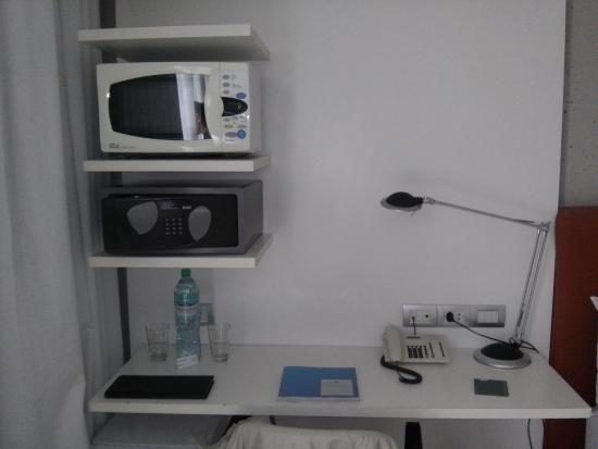 cE Hotel de Diseño: Escritorio y mobiliario