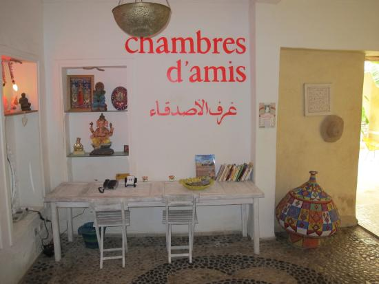 launchen in de salon bild fr n chambres d 39 amis marrakech tripadvisor. Black Bedroom Furniture Sets. Home Design Ideas