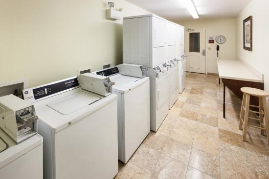 TownePlace Suites San Antonio Airport : Guest Laundry