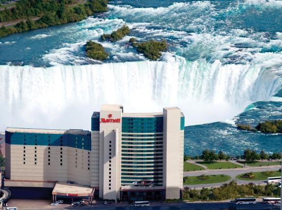Niagara Falls Marriott Fallsview Hotel & Spa: Exterior