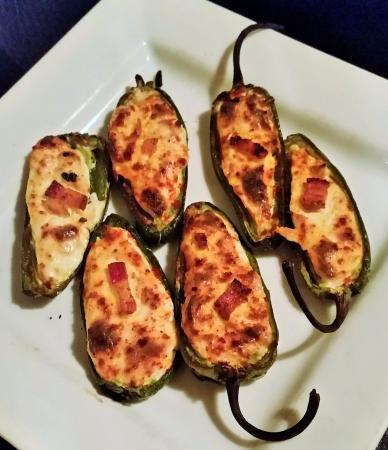 Chestertown, Νέα Υόρκη: Charbroiled Jalapeños stuffed with cheese, apple-wood bacon and smoked paprika.