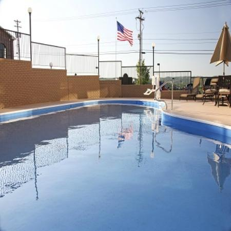 Grand View Inn & Suites : Outdoor Pool