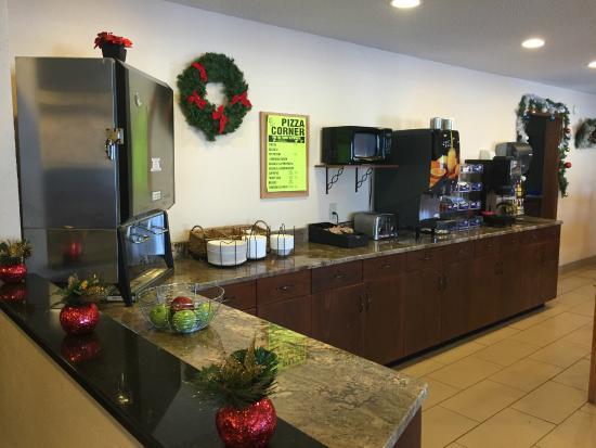 Americas Best Value Inn Grand Forks: Breakfast & Dinin Area