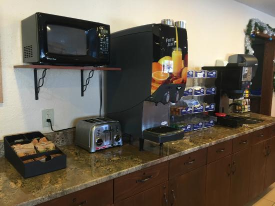 Americas Best Value Inn Grand Forks: Free Hot Continental Breakfast
