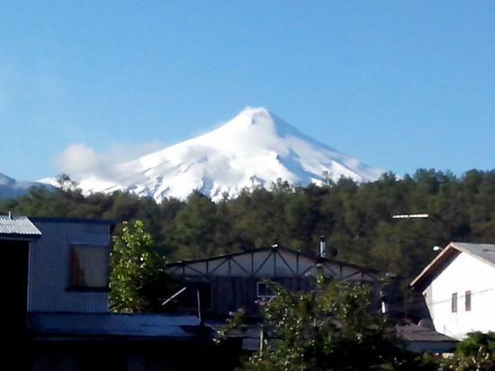 House of Colors Backpackers Hostal: vista para o vulcão villarica