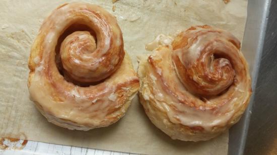 Red Hen Baking Co.: Cinnamon Rolls
