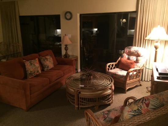 Club Regency of Marco Island: Living room with newer sofabed