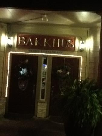 Bakkhus taverna: Location Front