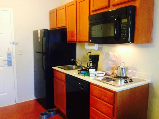 Candlewood Suites: Kitchen area