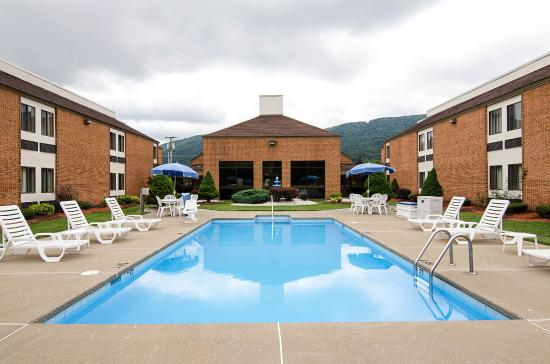 Bluefield, VA: Pool