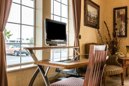 Comfort Inn Humboldt Bay: Business