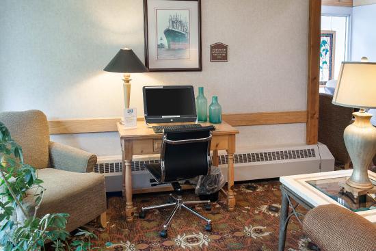 Comfort Inn West: Business Center