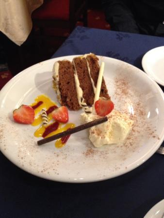 Highworth, UK: Dessert........delicious carrot cake topped off with fresh cream & strawberries.