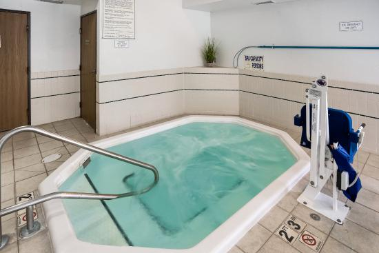 Quality Inn Northtown: Hot Tub